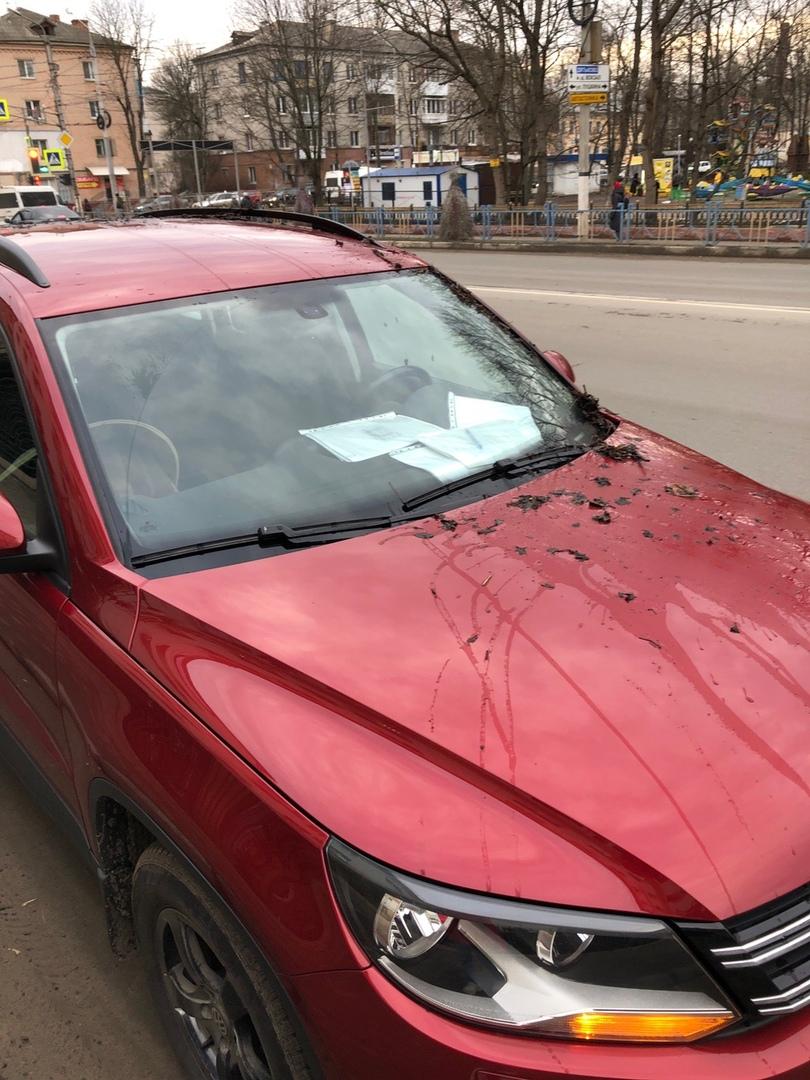 В Брянске легковушку закидали грязью, хозяин обиделся и пошел в полицию