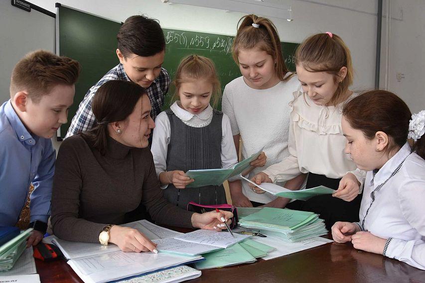 В районы области ищут педагогов для участия в программе «Земский учитель»