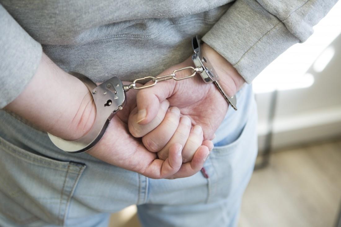 19-летний брянец на снятой квартире делал наркотики
